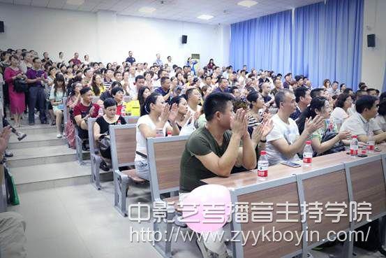 川师大影视与传媒学院2017级新生家长座谈会.jpg