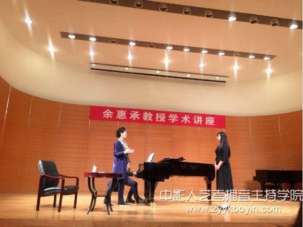 余惠承教授指导民族声乐系本科生葛子琪演唱《曙色》.jpg