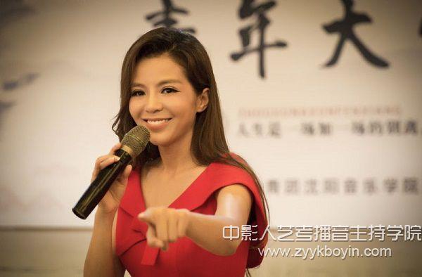 中央电视台主持人朱迅分享励志故事.jpg