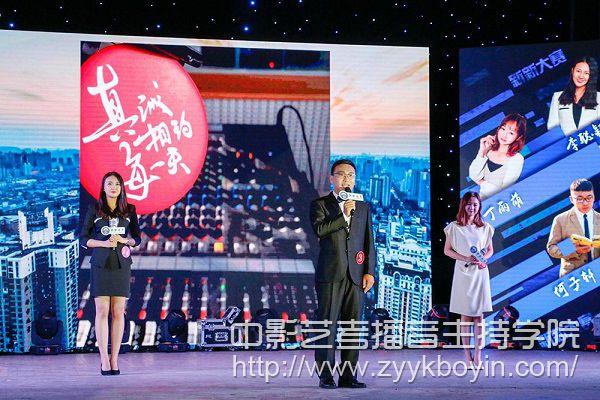 武汉大学的丁雨萌和中国传媒大学的刘琦2.jpg