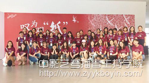 武汉大学新闻与传播学院2017年优秀大学生暑期夏令营圆满落幕.jpg