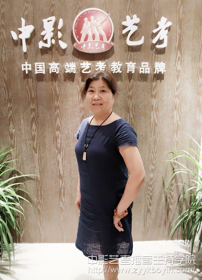 北京人民广播电台主任播音员 徐雯_700.jpg